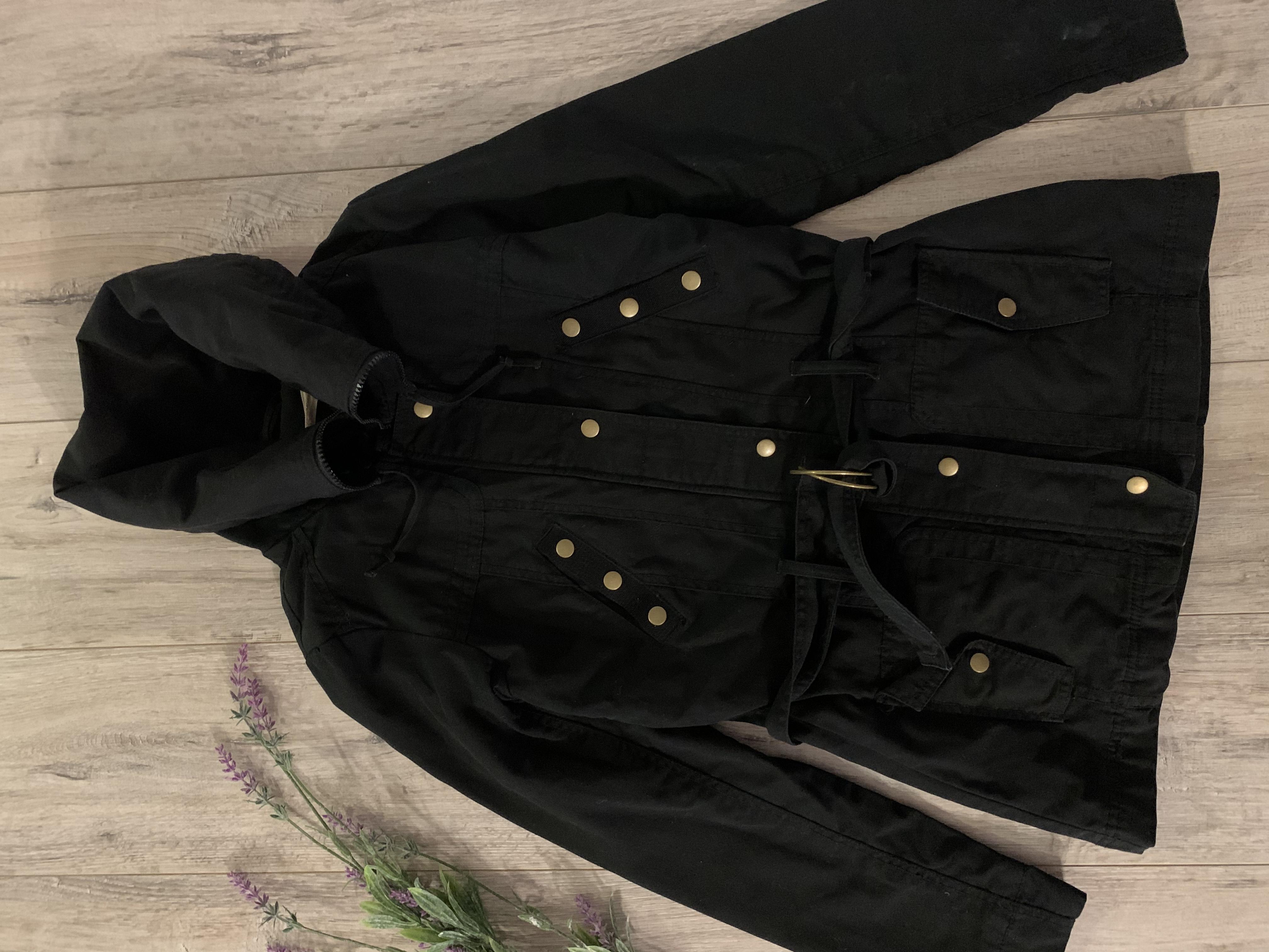 Женская куртка ( весна-осень). Размер s. В хорошем состоянии.