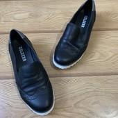 Туфли кожаные женские фирмы Golderr 36 р