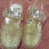 Золотые сандалики красавицы Бeль Disney