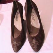 красивые нарядные туфли лодочки 37р замша светло-коричневая