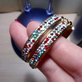 Серьги кольца разноцветные камни. нюанс фото