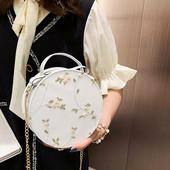 Красивая трендовая нежная сумочка на весну/лето.