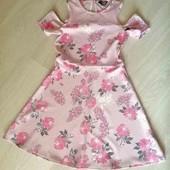 Нежнейшее,очень красивое платье на девочку  9-11 лет