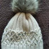 Бесподобная шапка со стразами с бомбоном из натуральной чернобурки