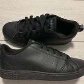Крутые кроссовки Adidas оригинал в идеальном состоянии 35 размер стелька 22,5 см