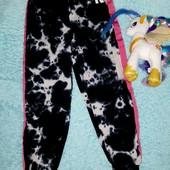 Обалденные новые штаны с лампасами,на девочку 3-4 года