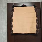 Фирменная красивая юбка с кружевом по бокам в состоянии новой вещи р.12