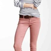 Классные пудровые джинсы от Esprit с экологически чистых материалов с потёртостями!