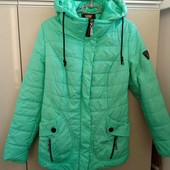 Красивая деми курточка зеленая 46 р