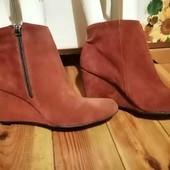 Распродажа обуви!! Деми ботинки  , натуральный замш ,размер 41, на танкетке