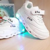 Супер кроссы, белые со светящиеся подошвой!! размер 27-16,4!