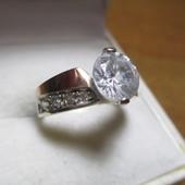 Красивое серебряное кольцо серебро 925пр.+ зол. 375 пр. Новое с биркой!