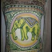 Лонгслив с восточным орнаментом и символом богатства слоном