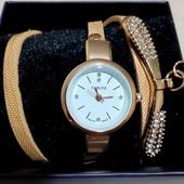 Красивые нежные аккуратные женские часы длинный ремешок