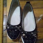 Туфли черные на девочку 28 р-р