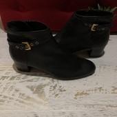 Ботинки із натуральної шкіри,від Minelli,розмір 41,устілка 26,5