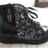 Удобные и красивые демисезонные ботиночки 22,0 см, состояние супер