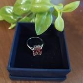 Неимоверное серебряное кольцо с султанитом.
