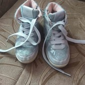 Дятяче взуття