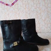 Якісні шкіряні чобіткі бренда Scholl,р 38 ст 24.5 см,нові