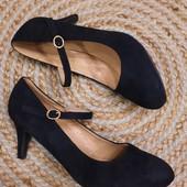 Шикарные элегантные классические туфли, 41 р под замш в отличном состоянии