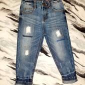 Крутве джинсы на мальчика с потертостями