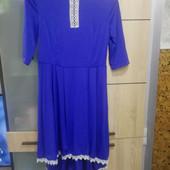 Красивое платье с удлинённой спинкой, размер M-L