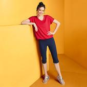Практична футболка c V-подібним вирізом від Tchibo (Німеччина), розмір наш: 50-52 (44/46 євро)