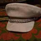 Хомут и шапка с козырьком!