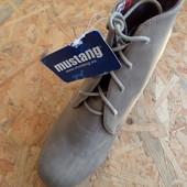 Фирменные стильные ботинки Mustang размер 40-длина стельки-26 см