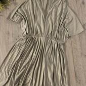 Красивое платье! Размер s/m/l В хорошем состоянии.