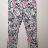 Яркие летние стрейчевый джинсы, цветочный принт Clockhouse