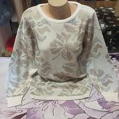 Шикарный белый с бежевым весь с люрексом серебра стречь свитерок. Акрил90%.xxl,3xl,4xl. Лотов много