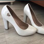 Туфли белые лаковые