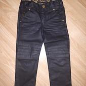 Джинсы в байкерском стиле на мальчика от H&M , размер 98/104
