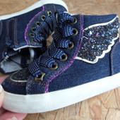 Ботинки-Кроссовки Next оригинал размер 5 -длина стельки 14 см