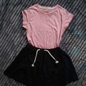Лот-комплект: класна футболка та спідничка з шнурками