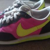 Кроссовки Nike Md Runner размер 37,5 Оригинал. привезла из Франции