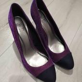 Шикарные переливающиеся туфли 39размера,стелька 25см.