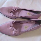 красивые кожаные сиреневые туфли 38р стельки 25 см читаем