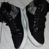 Тепленькие ботиночки.Стелька -24 см. Отличное состояние.