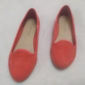 Яркие летние туфли под замш для девочки , длина по стельке 22,5 см.