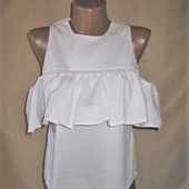 Белая укороченная блуза с рюшей