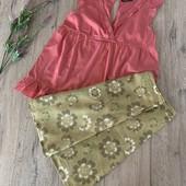 Женский комплект ( блуза и юбка). Размер m. В хорошем состоянии.