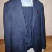 Мужской костюм Arber Идеальный костюм для молодого человека: приталенный пиджак, зауженные штаны.