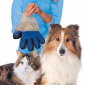 Перчатка для вычесывания шерсти домашних любимцев True Touch
