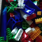 Великий ящик конструктора. Можна і в дитячий садок.....