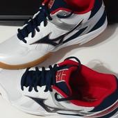 Фірмові кроссовки