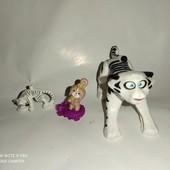 Все что на фото, большой белый тигр прыгает)