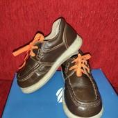 Полностью кожаные туфли р. 27 стелька 17см
